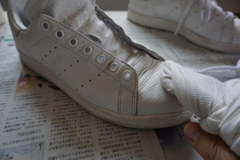 白スニーカーの汚れを簡単に白くするメンテナンス方法