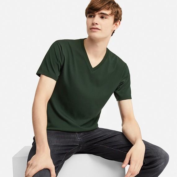 ユニクロのTシャツがコスパよすぎるので大人買い